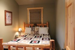 Sisters OR vacation cabin rentals bedroom with full bed