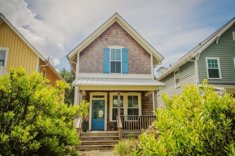 Blue Shutter Bungalow | Oregon Coast Vacation Rentals | Olivia Beach