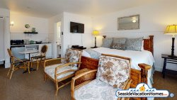 FITZGERALD'S COTTAGE SUITE at Gearhart Beach - Two Blocks to Beach PET FRIENDLY