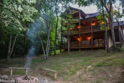 MYSTIC DREAM: 3BR/3BA Beautiful Cabin Only 5 Minutes From Downtown Blue Ridge With Paved Access And River Access! Pool Table, Hot Tub, WIFI, Gas Grill, Gas Log Fireplace, Fire Pit, Sleeps 8, Starting At $140 a night!