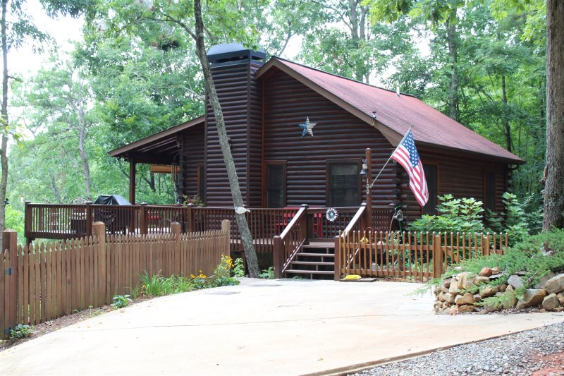 Clean warm welcoming this serene log cabin is located on one of