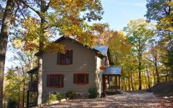 CAPTAIN MORLEY'S MOUNTAIN INN: (Enchanted View) 5BR/4BA, Sleeps 12, Luxury Cabin With Awesome Mountain Views, Pet-Friendly, Multi-Level Gas Log Fireplaces, WIFI,1033 Game Arcade System, Hot Tub, Fire Pit, Pool Table, Starting At $236/night!