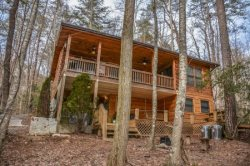INDIAN ROCK LAKE: 2BR/2BA Cabin On Indian Rock Lake And The Benton MacKaye Trail, Hot Tub, Pool Table,  Flat Screen TVs,  Fire Pit. Dock On The Lake, Pet Friendly, Gas Log Fireplace, WiFi,  Starting At $108 a night!