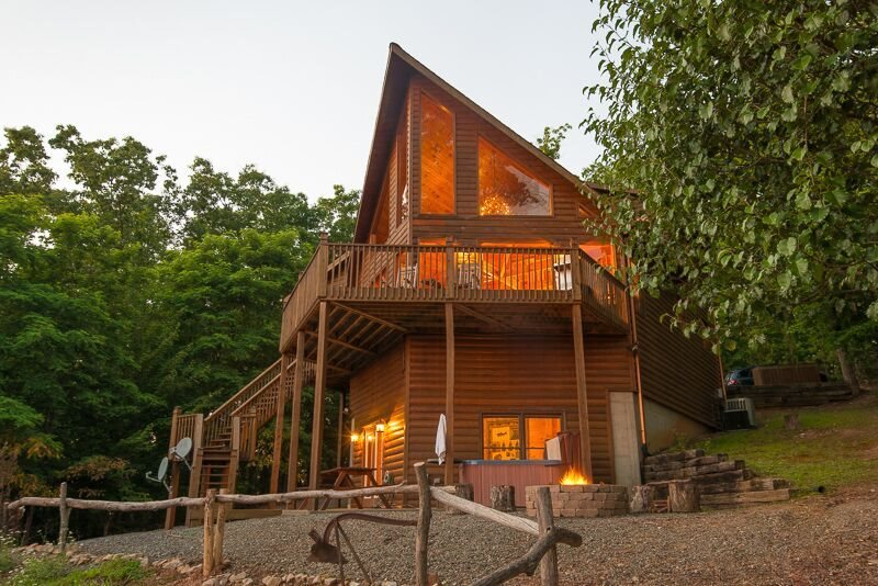 Genial PANORAMIC PARADISE  3 BEDROOM/ 3 BATH LUXURY CABIN WITH A BREATHTAKING  MOUNTAIN VIEW! SLEEPS 8, HOT TUB, POOL TABLE FIRE PIT, GAS GRILL, SAT TV,  WIFI, ...