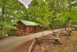 HIDDEN ACORN- 2BR/2BA Plus Sleeping Loft, Sleeps 8, Hot Tub, Screened Porch,  Fire-Pit, Secluded, Wooded View, Rock-Gas Log Fireplace, Starting at $138 a night