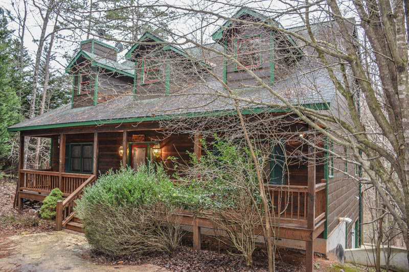 RIVERBEND  4 BR/3.5 BA, LOG CABIN, LOCATED IN COOSAWATTEE RIVER RESORT,  RIVER ACCESS, WOOD BURNING FIREPLACE, FOOSEBALL, GAS GRILL, HOT TUB, ...