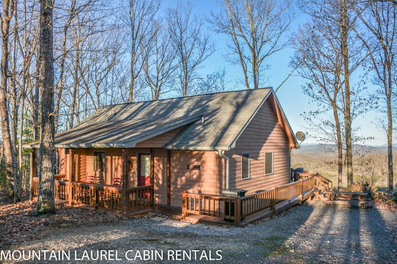 CABIN SWEET CABIN  2BR/2BA  BREATHTAKING MOUNTAIN VIEW CABIN SLEEPS 6, SAT  TV, GAS LOG FIREPLACE, AND A HOT TUB! ONLY $120 A NIGHT!
