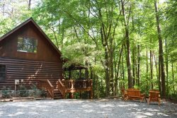SQUIRRELED AWAY: 2BR/2BA With A Loft Cabin In A Private Wooded Setting, Sleeps 6, Hot Tub, Charcoal Grill, Wood Burning Fireplace, Wifi, Starting At $79 a night!