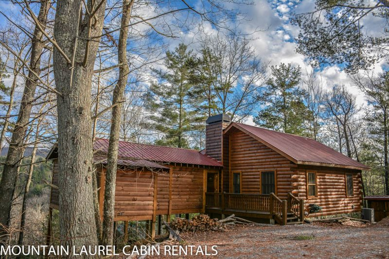 ANGLER`S REST  ADORABLE 2BR/1BA CABIN WITH A BREATHTAKING MOUNTAIN VIEW,  PET FRIENDLY, WOOD BURNING FIREPLACE, HOT TUB, GAS GRILL, STARTING AT $99 A  NIGHT!