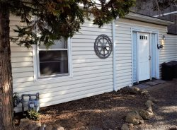 Private Retreat for Two!  Great Eastside Location, Easy Walk to Downtown, Newly Furnished