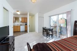 Townhouse Upstairs Studio on Bend's East Side, Fully Furnished, Month to Month w/Garage and Deck
