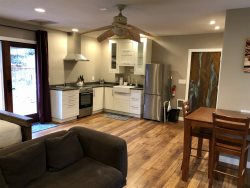 Cozy Deschutes River Getaway, Centrally located! Furnished