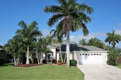 Snowy Egret - Tropical Vacation Villa, 3 Bedrooms, 2  Bath, Fenced Private Yard