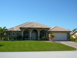 Magnificent Golf Course 3/3 Home, Electric Heated Pool and Spa, Lakefront, High Speed Internet