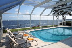 Riverfront 3Be/2Ba, Electric Heated Pool, Wifi HS Internet, Yacht Club Area