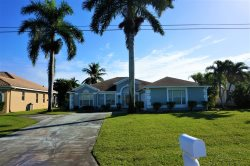 Gulf Access Vacation Home, 4 Bedrooms, 2 Baths, Solar Heated Pool, Billiard, Dock & Lift