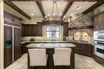 Beautiful, fully equipped kitchen