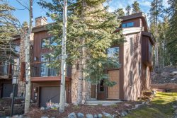 Amerind End-Unit Townhome in Warrior's Mark - Walk to Quicksilver Lift and Downtown