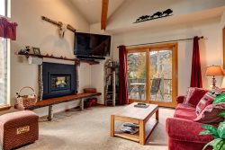 Desirable Yet Affordable In-Town Location, Huge Views, Sleeps 10, Great Rates with Hot Tub!