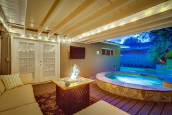 Mandie`s Fetching Family Home: A/C, Pool and Spa