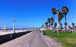 Mission Beach boardwalk stretches seven miles round trip