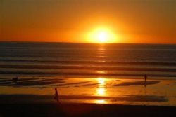 Watch the sunset on the beach, Maybe you will see the green flash
