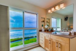Walk in shower in the master bedroom - ideal for washing the kids after a day at the beach