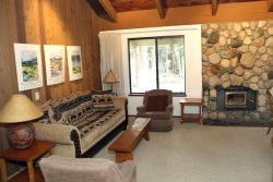 Sunshine Village Mammoth Lakes Condo #138 /  Wifi / Centrally Located in Town, Near Eagle Lodge Shuttle Stop and The Sierra Star Golf Course