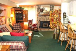 Sunshine Village Mammoth Lakes Condo #113 /WIFI Internet Access / Centrally Located in Town, Near Eagle Lodge Shuttle Stop and The Sierra Star Golf Course