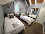 Mammoth Lakes Vacation Rental - Heritage Condominium 207 - Loft Bedroom with 2 Twin Beds