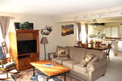 Mammoth Lakes Condo Rental Sunrise 12 - Living Room Toward the Entry - Nice Open Floorplan