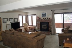 Sunrise Mammoth Condo Rental #14, WIFI Internet Access, Pet Friendly: Scenic Meadow Area: Near Mammoth Creek & The Snowcreek Golf Course