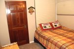 Mammoth Lakes Condo Rental Sunrise 29 Guest Bedroom has Queen Bed and Bunk Bed