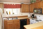 Mammoth Lakes Vacation Rental Woodlands 28 - Fully Equipped Kitchen