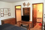 Mammoth Vacation Rental Snowflower 45 - Master Bedroom with Flat Screen TV, Adjoining Bathroom and Walk-in Closet