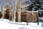 Mammoth Vacation Rental Snowflower 45 - Front Entrance in Winter