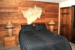 Mammoth Vacation Rental Snowflower 45 - Guest Bedroom Has Flat Screen TV and large mirrored door closet