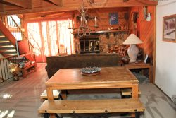 Snowflower 45 Mammoth Vacation Rental - Living Room Cozy seating area and Vaulted Ceilings