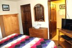 Mammoth Condo Rental Snowflower 53 - Master Bedroom has 1 Flat Screen TV and Walk-in Closet