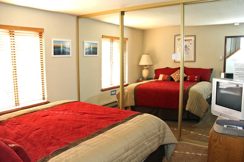 Snowflower mammoth lakes rentals snowflower 53 central for Mammoth cabin rentals