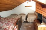 Mammoth Lakes Vacation Rental Snowflower 82 - Loft has 4 Twin Beds