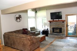 Wildflower Mammoth Condo #50: 3 Bedroom & 2 Bath: Wifi Internet Access: Central to Town & Walk to Mammoth Ski Area Shuttle Stop