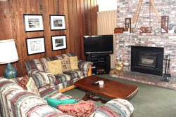 Chamonix #86: Mammoth Townhome Rental Near Canyon Lodge / WIFI Internet Access: Walk To The Lifts