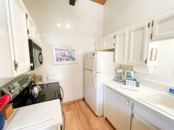 Mammoth Condo Rental Chateau Blanc 30 - Master Bedroom has 1 Queen Bed