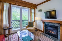 The Lodge at Spruce Peak (Formerly Stowe Mountain Lodge) 4th floor: Gorgeous direct Mt. Mansfield views of the Famous Front Four trails. This is a Superior Ridgeline Studio!