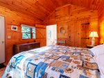 Guest cottage with king bedroom and en suite bathroom