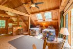 Loft with 2 twin beds