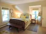 Queen master bedroom with en suite tub-shower bath and walk-in closet