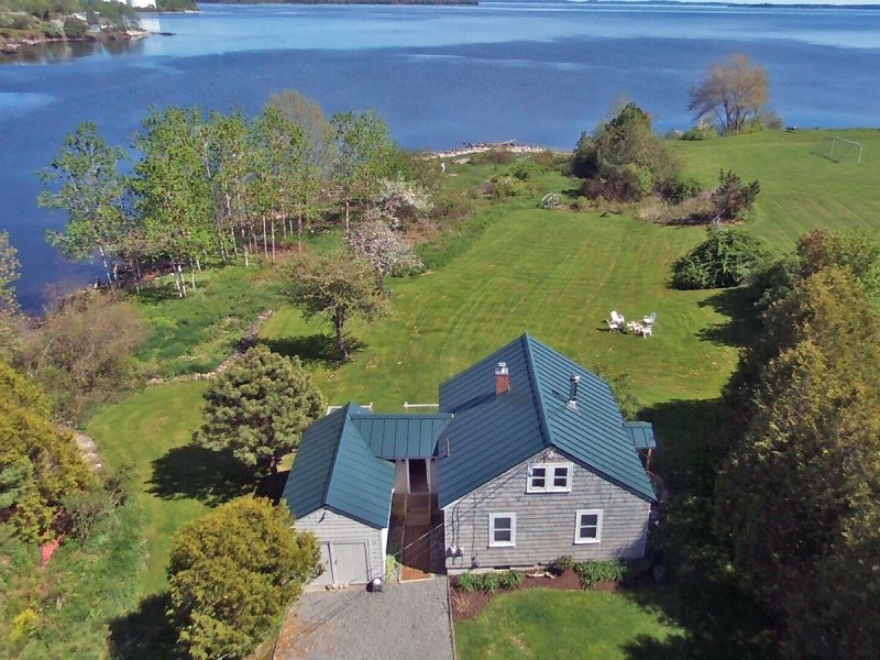 cottages lincolnville lodging information rockland cottage beach the maine mma on inn
