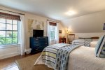 Second floor Twin Bedroom with TV and large closet - Main House